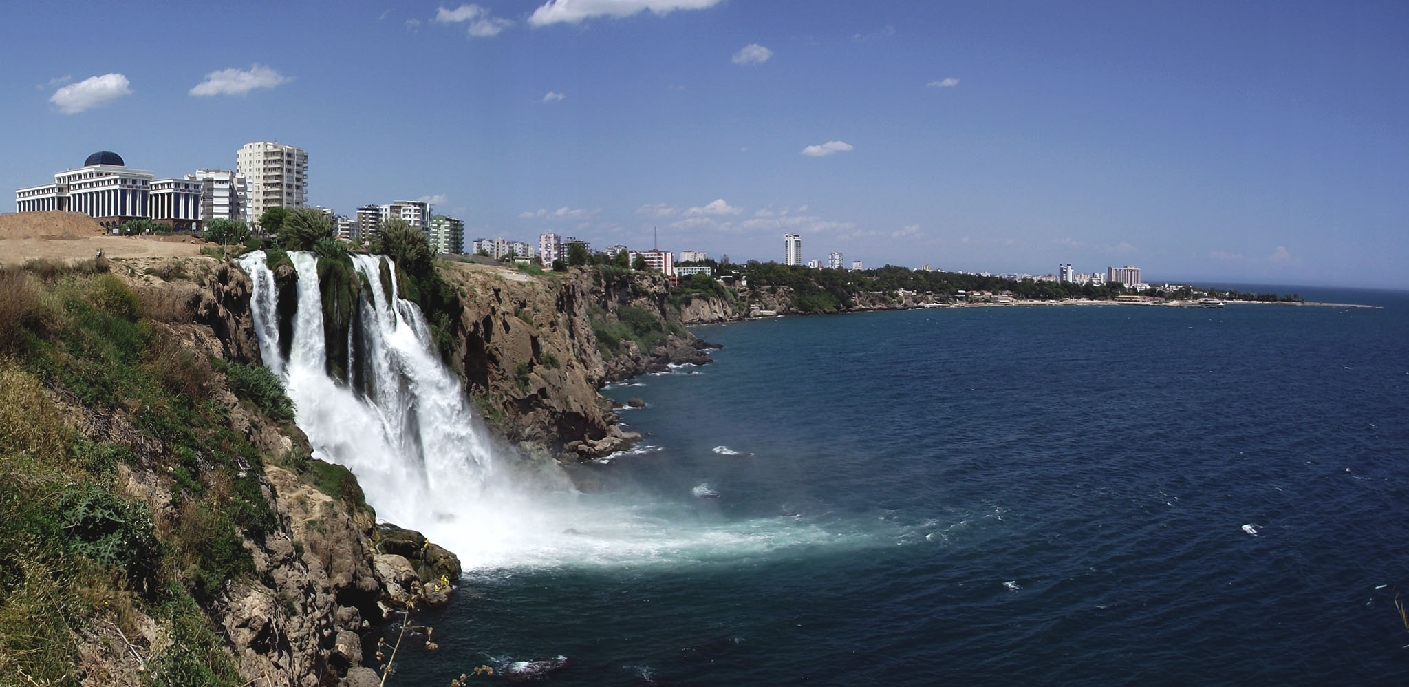 La chute de Karpuzkaldiran située dans la ville d'Antalya en Turquie.